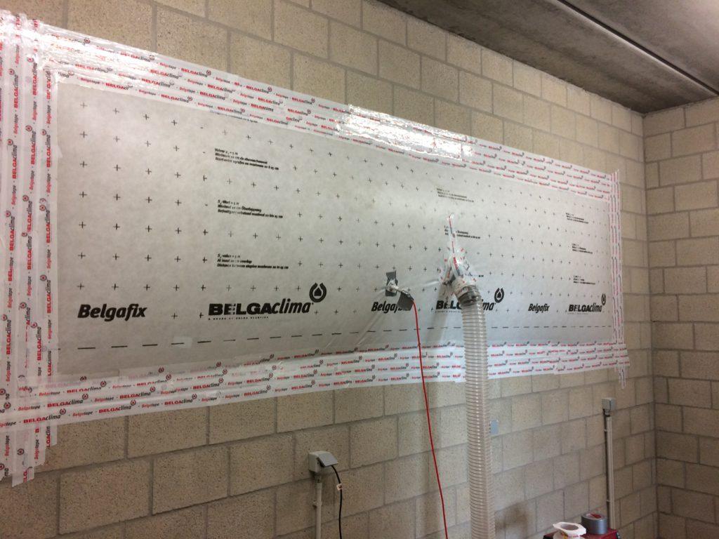 Luchtdichtheidsttest bouw op betonstenen
